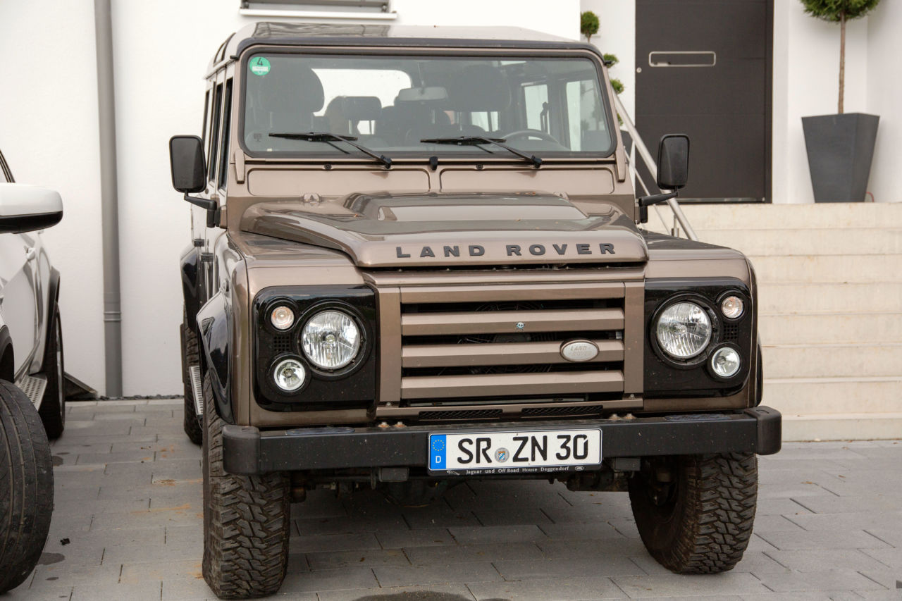 Land Rover Defender Rough II